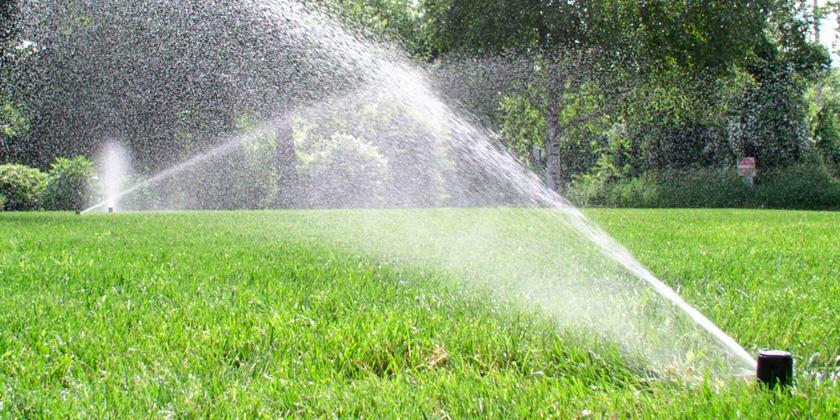 Instalaci n de riego autom tico wamco for Aspersores para jardin automaticos
